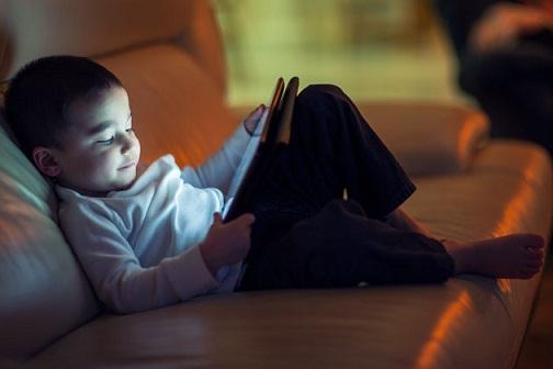 Az eNET kutatása alapján a számítógép hamarabb része lett a férfiak életének, mint a nőkének: Világháló - A férfiak többet interneteznek?
