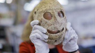 Kilencezer éves kőálarcok kiállítása Jeruzsálemben - A világ legrégebbi ismert kőálarcaiból rendeztek kiállítást az Izrael Múzeumban.