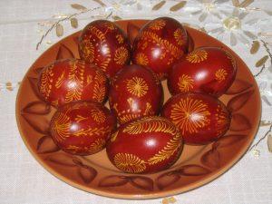 Piros, mintás tojás