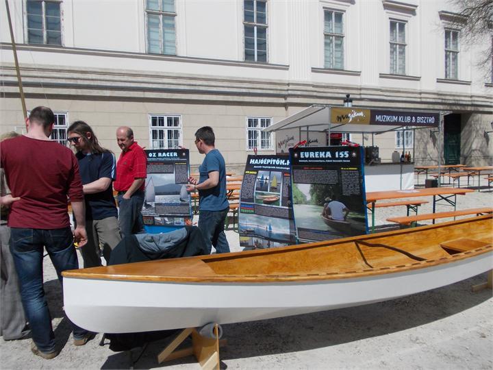 Előadásokkal, bemutatókkal és kísérletekkel is várják az érdeklődőket a IV. Tudományfesztiválon a Magyar Nemzeti Múzeum kertjében 2014. április 24-én és 25-én.
