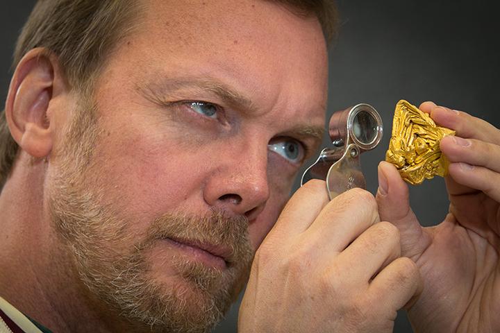 Egyetlen kristályból álló 21 dekás aranyrög