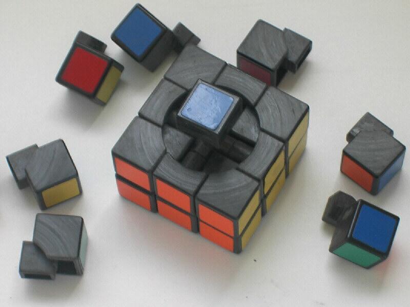 A Rubik-kocka immár tudósok és művészek harmadik generációját inspirálja, és valósággal megtestesíti a magyar kreativitást.