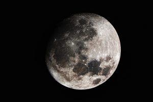 Az ősi élet jeleivel lehet tele a Hold