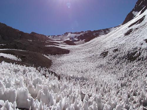 A Penitentes vagy másnéven a bűnbánó jég Chile és Argentína látványossága.
