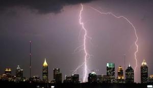 Villám alapú időjárás-figyelő és riasztó technológia