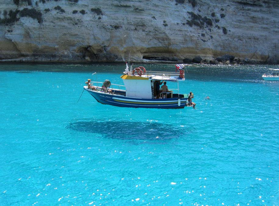 Elképesztő fényképek-Lebegő hajó
