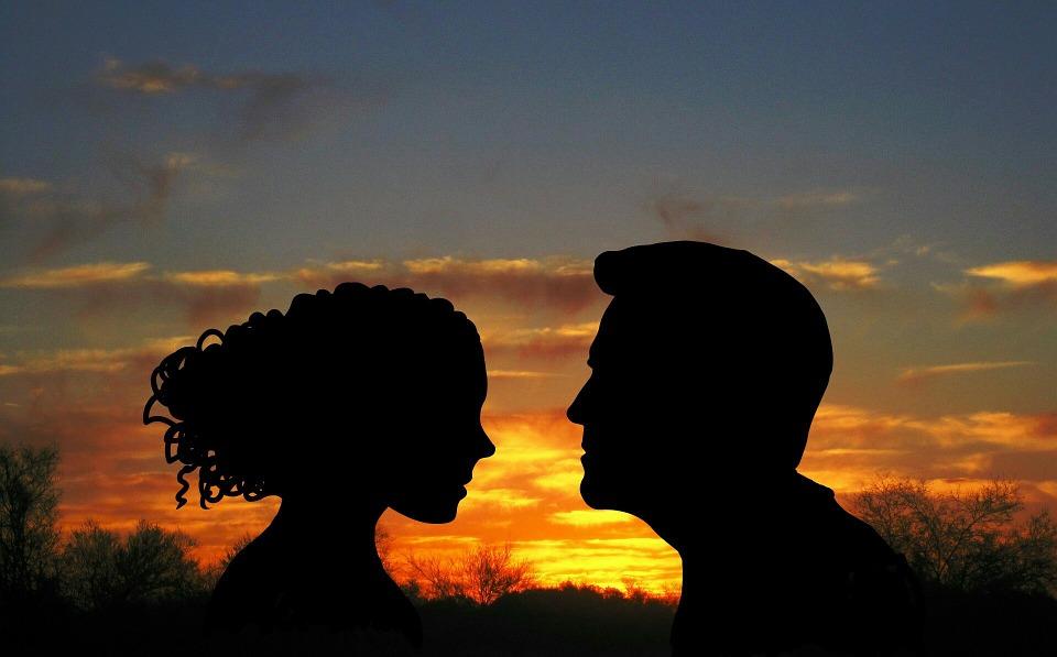 Látogatói párkapcsolat egy olyan kapcsolati forma, amelynek során a partnerek nem élnek egy fedél alatt.