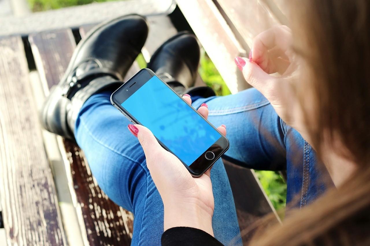 Szorongó fiatalok és a mobiltelefon használat