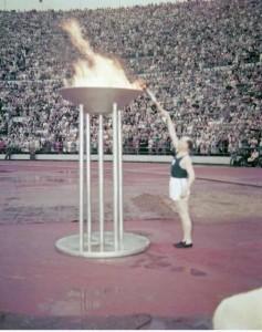 Az olimpiai láng meggyújtása.