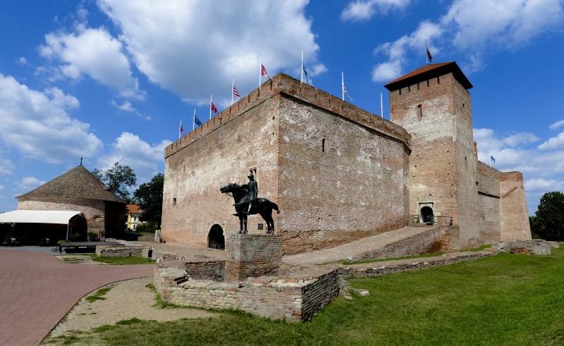 Megtalálták a gyulai vár bedőlt palánkfalát
