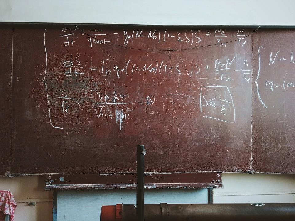 Többismeretlenes egyenletek