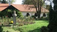 Átadták Berzsenyi Dániel felújított síremlékét