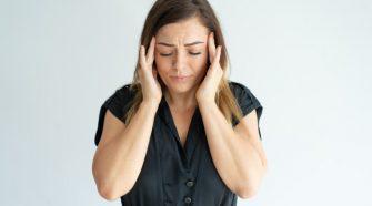 Az ösztrogén és más nemi hormonok lehetnek felelősek a migrén gyakoribb előfordulásáért a nőknél.