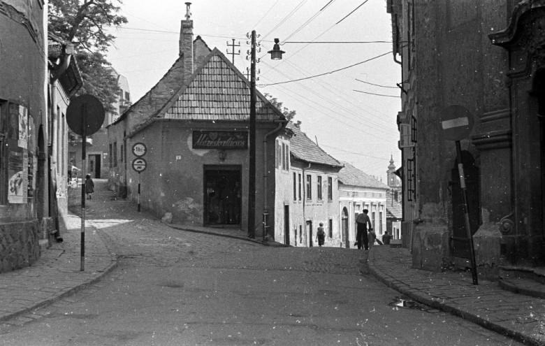 Mézeskalács-bolt 1962-ben