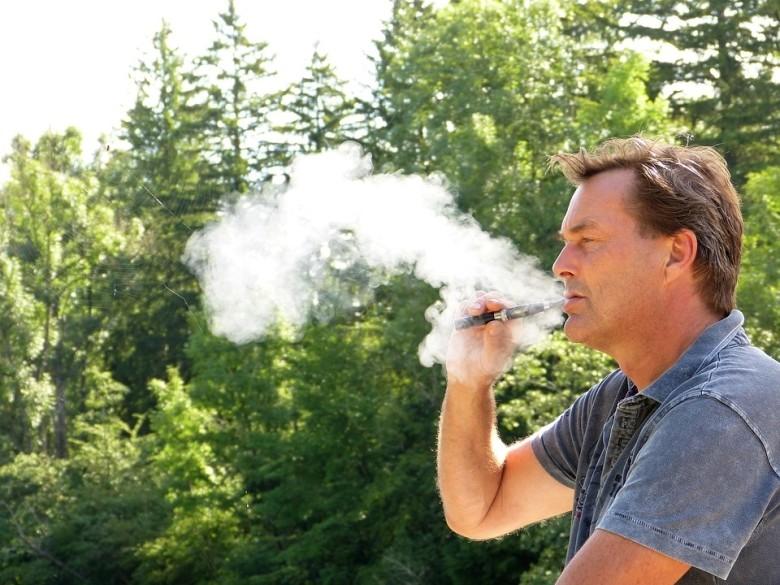 még nem tudunk sokat az e-cigaretta hosszú távú egészségi hatásaival kapcsolatban