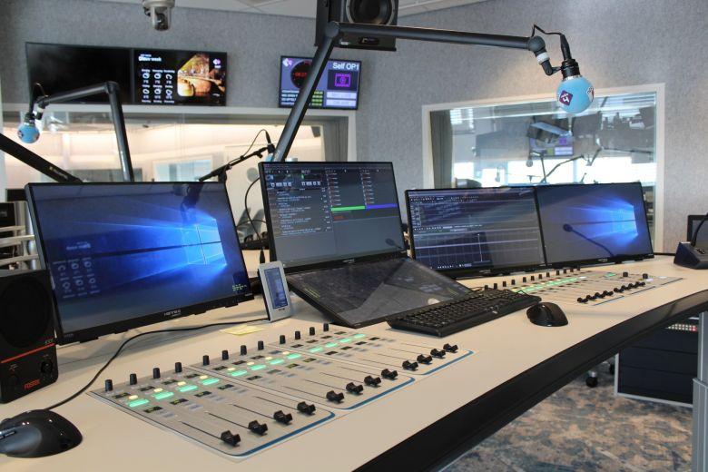 A rádiózás mindig is egy élmény volt, amit a folyamatosan változó technikai hátterek közös alapfunkciója: a műsorszórás és közvetítés biztosított.