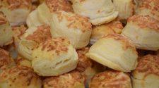A hamuba sült pogácsa egy közismert meseelem.