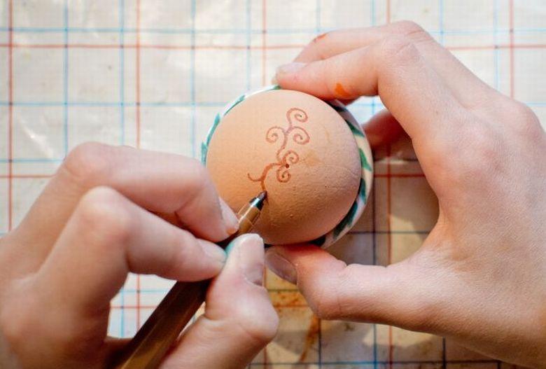 Tojásfestés egy húsvéti hagyomány.
