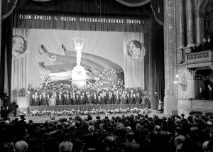Az ellenállást azonban legkésőbb decemberre sikerült elfojtani, ezáltal 1956 a közelébe sem került április 4-ének.