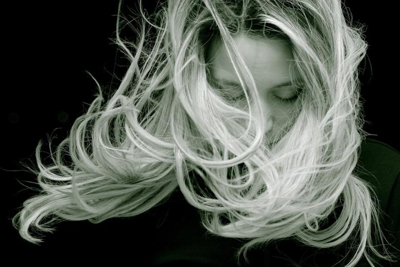Minden száz emberből egy-kettőnél kialakul élete során autoimmun eredetű, úgynevezett foltos hajhullás.