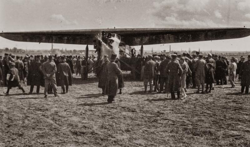 Pécs 1968-ig aktív részese volt a belföldi légi forgalomnak.