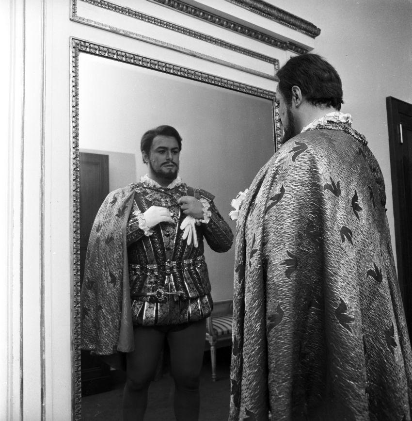Luciano Pavarotti igazán mélyen élte meg a szerepeit. Ez egy olyan széles repertoár ismeretében, mint amilyennek birtokában volt, elég megterhelhető lehetett.