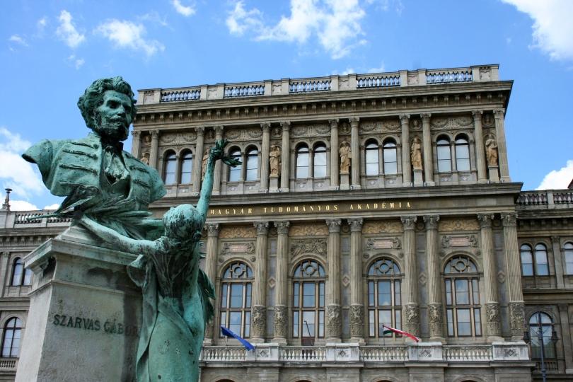 A Magyar Tudományos Akadémia új irányai