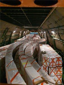 avilág egyik legnagyobb teherszállító repülőjével, három ütemben juttatják el a Magyar Pavilon szerkezeti elemeit