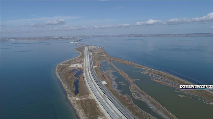 A híd közúti része (tények és adatok):