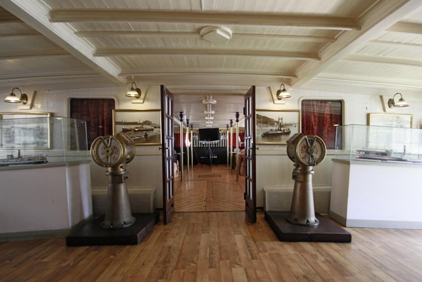 Visszatért a Vigadó térre a Kossuth Múzeumhajó