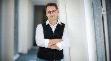 A Pécsi Tudományegyetem (PTE) Szentágothai János Kutatóközpont vezetésével jön létre a Nemzeti Virológiai Laboratórium. A szervezetet Jakab Ferenc professzor, virológus szervezi és irányítja majd
