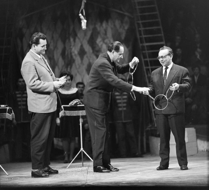 1964. Magyarország,Budapest XIV.,Városliget Fővárosi Nagycirkusz, középen Rodolfo (Gács Rezső).