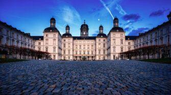 A Grand Hotel probléma egy híres gondolatkísérlet, ami a végtelen fogalmát hivatott közelebb hozni az emberekhez.