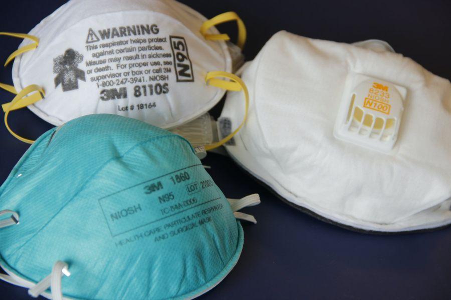Ezzel szemben a maszkok jó része egyszerű, egyszer használatos orvosi maszkra hasonlító polipropilén (PPE), eldobható maszk.
