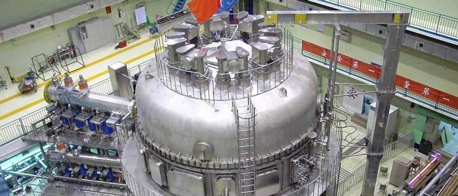 Az év végén sikerrel helyezték üzembe fúziós reaktorukat a szecsuáni Tokamakban.