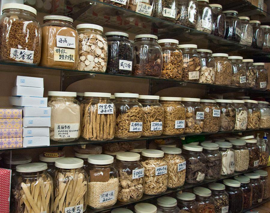 Nagy választék a kínai gyógynövénypiacokon. Forrás: livingtorontojournal.com