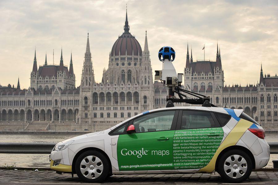 Google Street View Car a Parlament előtt 2018-ban. Forrás: vezess.hu
