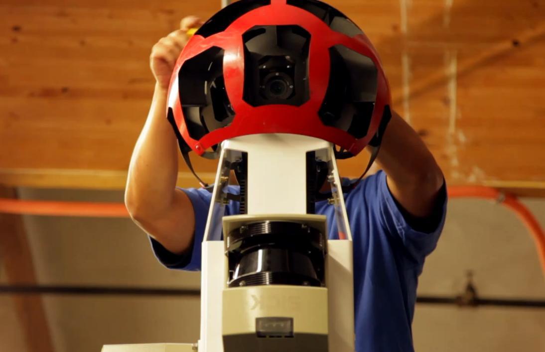 R-sorozatú kamera rendszer beállítása. Forrás: autoevolution.com