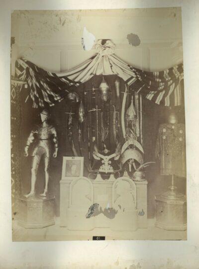 Klösz György: Interieurkép az 1876. évi budapesti jótékonysági történeti kiállításról.