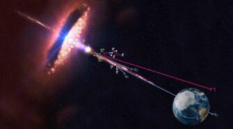 Az aktív galaxismagok egyik alosztályába tartozó (a részecskenyalábpárja egyik tagját a Föld felé irányító) blazár protonokat gyorsít. A főként felgyorsult protonokból álló kozmikus sugárzás gamma-fotonokat és neutrínókat hoz létre, amelyeknek egyidejű észlelése lehetővé teszi a kozmikus sugarak forrásának az azonosítását. (A kép forrása: IceCube Collaboration/NASA)