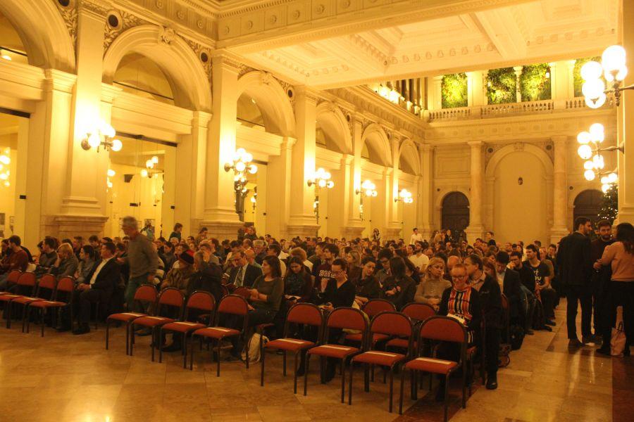 A Barabási-Albert László előadása a Budapesti Corvinus Egyetem csarnokában. Forrás: socialfuturing.com