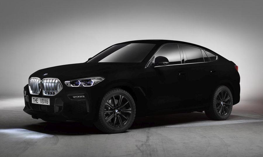 BMW X6-os Vantablack festett modell. Bár a kép kevéssé adja vissza, de ha sokáig, koncentráltan nézzük, akkor elvesznek a kontúrok. Forrás. bmw.com