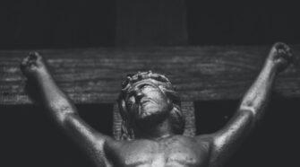Emberáldozat: rítus vagy ősbűn