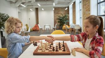 Társasjátékok gyerekeknek: Tényleg lehet játszva tanulni?